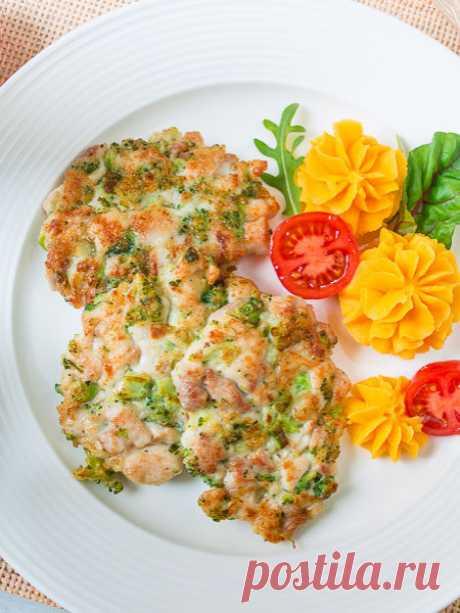 Рецепт куриных оладий с брокколи на Вкусном Блоге