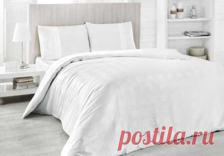 Как часто нужно стирать постельное белье и принадлежности — Полезные советы