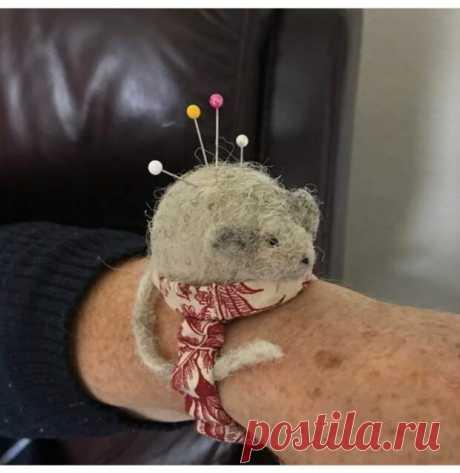 Мышь игольница на руку - Вторая улица - медиаплатформа МирТесен сайт о стильных переделках