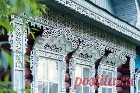 Мужчина 11 лет фотографировал наличники домов по всей России. Как выглядит абсолютная красота | СДЕЛАЙ МЕБЕЛЬ САМ | Яндекс Дзен