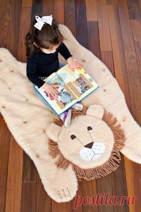 Плюшевый коврик в детскую