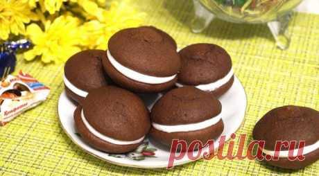 Вкусные шоколадные пирожные с нежной начинкой