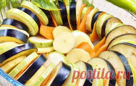 Самое время готовить блюда из овощей. Ароматные молодые овощи в духовке, когда хочется легкой еды в жаркий день. Подходит для вегетарианцев и для тех, кто придерживается правильного питания. Простой рецепт для вкусного ужина. Читать дальше