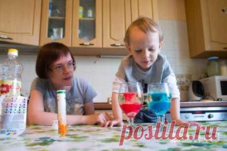 Научное шоу на кухне: многодетная мама с Ботаники устроила в квартире химическую лабораторию