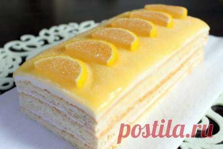 Домашний лимонный торт: проверенные рецепты вкусной выпечки Домашний лимонный торт можно приготовить по множеству рецептам. Самые вкусные и проверенные описаны пошагово. Десерт получается очень нежный.