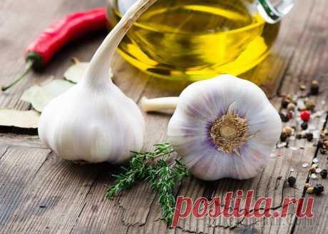Как почистить сосуды от холестерина народными средствами Повышенное содержание холестерина в крови приводит к образованию холестериновых бляшек в артериальных сосудах. В результате этого нарушается кровообращение в головном мозге, и повышается риск возникно...