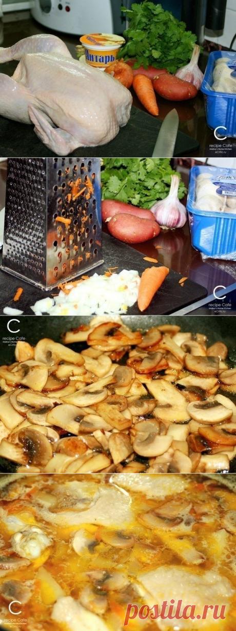 Как приготовить сырно-грибной суп  =0,5 кг курицы 3-4 средних картофелины 1 морковь 1 луковица 1 зубчик чеснока 1 уп. плав. сыра 8-10 шампиньонов 30-40гр. слив. масла 1ст.л. раст. масла Зелень петрушки, кинзы, зеленый лук