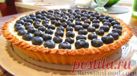Рецепт: Тарт с голубикой и заварным кремом. Тарт с голубикой и заварным кремом. Прекрасное сочетание рассыпчатого песочного теста, ягод и нежного заварного крема. Можно готовить тарт с любыми ягодами или фруктами.
