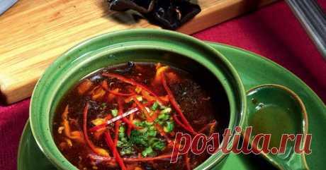 Кисло-сладкий острый суп. Рецепт Спрессованные сушеные грибы (черные древесные) замочить вмиске с холодной водой минут на сорок — они должны раскрыться.