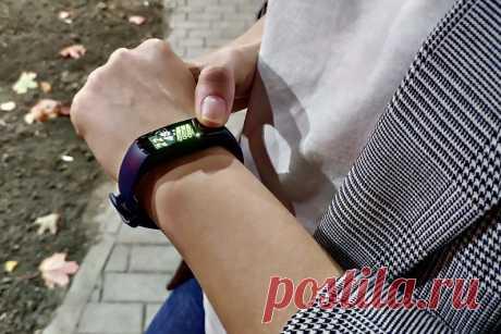 Какие бывают фитнес-браслеты Сегодня никого не удивишь наличием на руке фитнес-браслета. Из профессиональных спортивных кругов этот девайс перекочевал в обыденную жизнь. Какие браслеты бывают, что и для чего измеряют, расскажем в этой статье. …