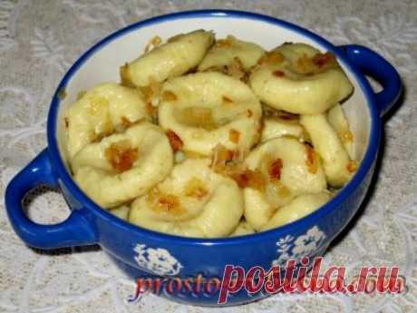 Супперский рецепт для ленивых хозяек!Ленивые вареники с картошкой                             Вареники– это еда, которую знает каждый. Их любят и взрослые, и дети. Благодаря большому разнообразию начинок, любой человек сможет подобрать для себя подходящий вариант…
