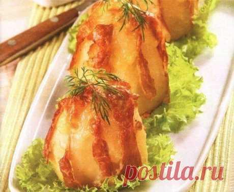 Картофель запеченный в фольге с сыром и ветчиной.