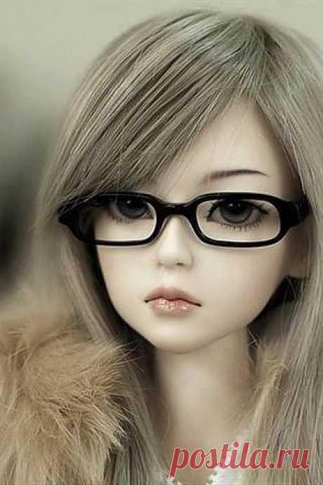 """Сейчас модно носить физические очки. Очки бывают разные: для дальнозоркости, для близорукости, солнцезащитные и т.д. Есть и """"духовные очки"""". Носите такие очки, в которые видны только достоинства человека. Смотрите и подмечайте только добродетели. Если мы смотрим на недостатки и слабости человека, его недостатки становятся частью наших мыслей и со временем становятся нашими недостатками. Если мы смотрим на добродетели, думаем о добродетелях каждого, мы постепенно сами становимся доброде"""