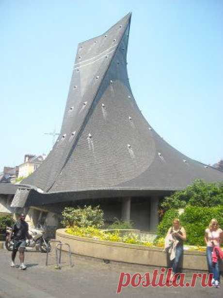 Франция. Руан. Церковь Святой Жанны ДייАрк.