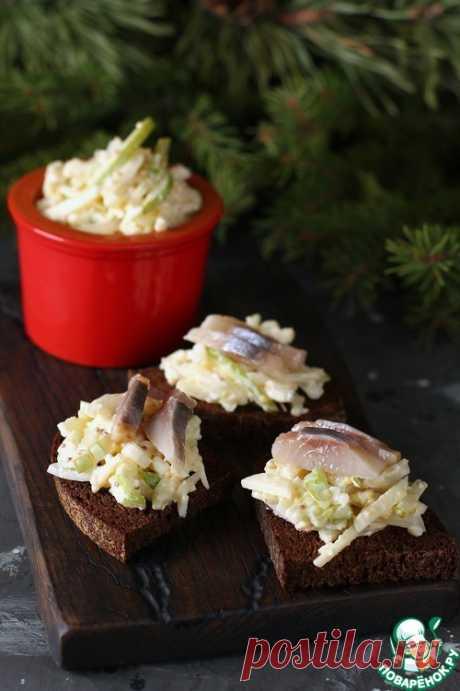 Закуска с сельдью и яичным салатом – кулинарный рецепт