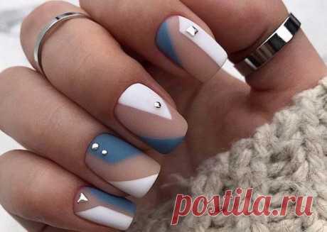 Дизайн ногтей гель-лаком 2021 Модные тенденции в дизайне ногтей гель-лаком – это настоящий фейерверк цветов, техник и текстур. Мастера нейл-арта приготовили самые разные варианты маникюра и для длинных ногтей, и для коротких.
