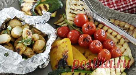 Овощи на гриле - секреты приготовления овощей на мангале и углях В этой статье мы собрали все про то, как готовить овощи на гриле на мангале на углях : какие овощи можно приготовить на гриле, как их замариновать и как жарить правильно.