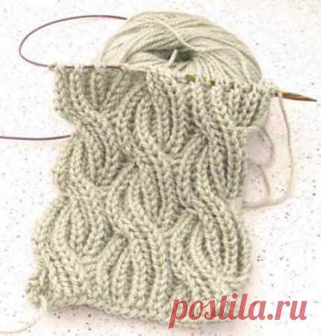Шарф в технике Бриошь.  Так же этот узор отлично подойдёт для вязания зимней шапочки Этот мягкий, объемный, легкий шарф выглядит одинаково красиво с обеих сторон. На первый взгляд узор может показаться сложным, но если разобраться в нем, то шарф свяжется просто и быстро.  Для вязания вам понадобятся спицы №7, а также дополнительная спица для кос.  Снимать все петли непровязывая, как изнаночные с нитью расположенной перед работой.  При вязании рядов 11 и 23-го, две из шести...