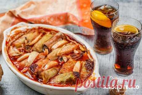 Голубцы со свиными ребрами: оригинальный рецепт от Евгения Клопотенко Если вы любите голубцы, то этот рецепт вам обязательно понравится. Голубцы со свиными ребрами получаются божественно вкусными, просто поверьте.