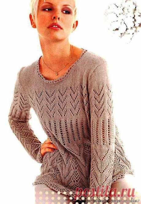 Пуловер с ажурными узорами.