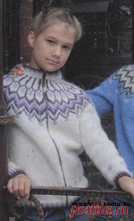 Жакет с жаккардовой кокеткой на девочку Жакет с жаккардовой кокеткой на молнии вязаный спицами. Модель для девочки. Размер 30/32. Описание. Схема узора и выкройка.