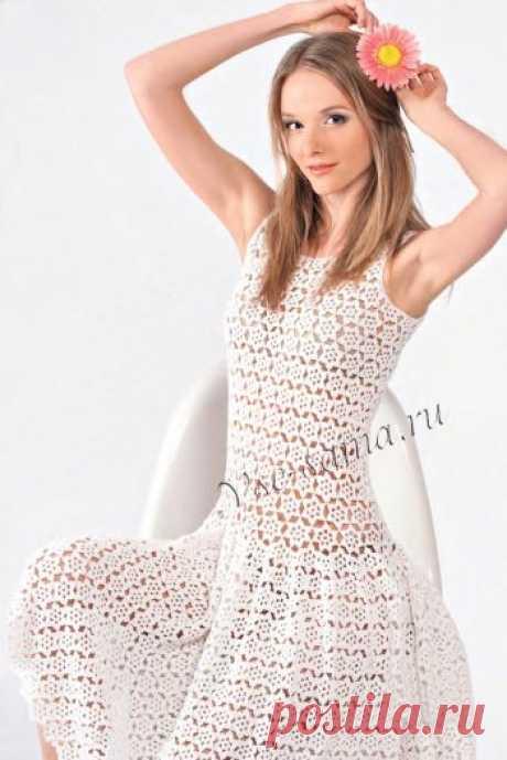 Las túnicas, el vestido, el sarafán por el gancho