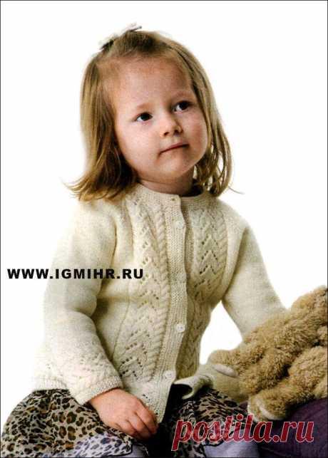 Белый жакет с ажурным узором для девочки 1-8 лет. Спицы