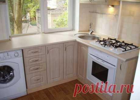Варианты дизайна кухни с мойкой у окна