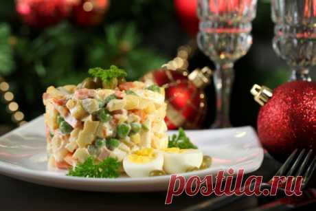 Салаты на Новый год: 5 лучших рецептов оливье » Notagram.ru Как разнообразить новогодний стол: 5 лучших рецептов классического оливье. Недорогие и простые салаты на Новый год, которые украсят стол.