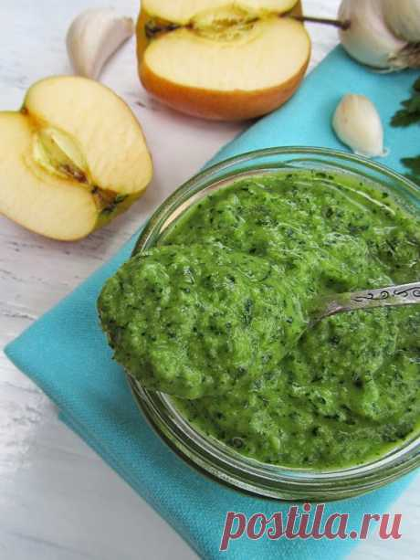 Parsley, garlic and apple sauce