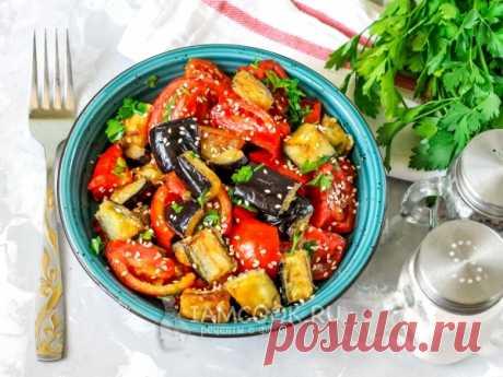 Салат «Лаззат» — рецепт с фото Сочный и аппетитный салат с жареными баклажанами, помидорами и пряной зеленью прекрасно подойдет и для обеда, и для ужина.