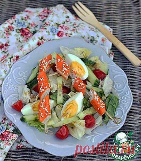 Свежий овощной салат с брошетами из крабовых палочек - кулинарный рецепт