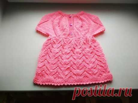 El vestido por los rayos con la coqueta redonda con las hojas a la muchacha de o-7let. Часть1