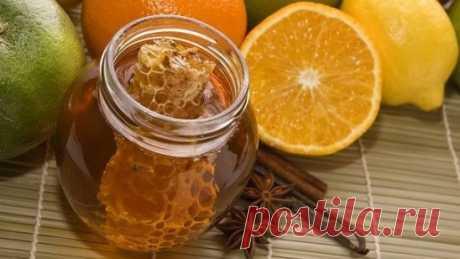 НАЧНЕМ УТРО С НАПИТКА ДОЛГОЛЕТИЯ Этот напиток очень полезен для здоровья и способствует снижению веса! Этот напиток рекомендуется пить утром натощак. Он бодрит, очищает организм и укрепляет иммунитет. Что потребуется: молотая корица; мед; лимон; горячая вода. Как готовить: в горячую воду кладем дольку лимона и добавляем молотую корицу. Даем настояться и заодно немного остыть воде. Когда вода немного остыла добавляем ложку меда и выпиваем.