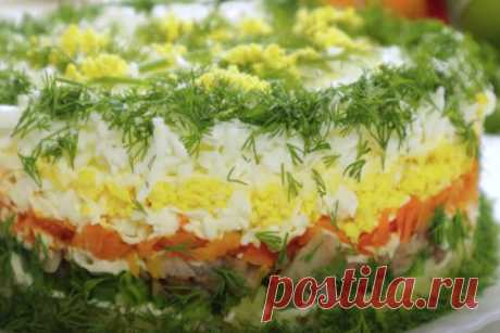 """Салат """"Королевская мимоза"""" к праздничному столу  Салат Мимоза — новый вариант. Его можно и нужно подавать к любому праздничному столу."""