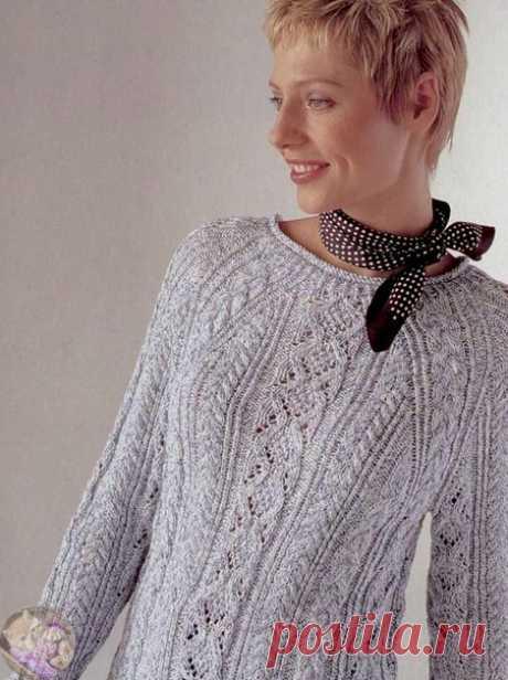 Лёгкий пуловер-реглан с ажурным узором из кос