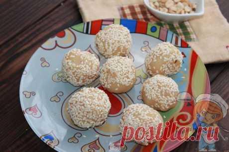 Узбекская халва - из чего делают, рецепт в домашних условиях Нежная, легкая и очень вкусная узбекская халва понравится всем, кто любит полезные сладости и домашнюю кухню. Рецепт домашней молочной узбекской халвы с орехами