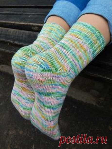HG-sock pattern is not so much a sock pattern, as I've come up with a new heel construction for toe-up socks, and wanted to share it.