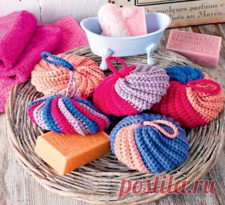 Se puede vincular las esponjas-estropajos vyazannye para de baño - Efariya las esponjas-estropajos Brillantes, suaves y convenientes al lavado para y en el regalo. La DIMENSIÓN de 11 cm en el diámetro será necesaria COMO UD el Hilado (100 % del algodón; 84 m\/50) – 100 g de melocotón, por 50 g los colores de la fucsia, color lila y tsv. Los espliegos; el gancho №4. Las CINTAS la CINTA BÁSICA Tejer el art. b\/n por unas series en la dirección directa y de vuelta, a
