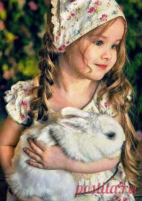 Детство от нас не уходит. Детство живет в нас всегда.  Просто из детства уводит жизни сует-суета…))…