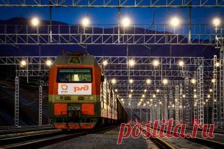 2020 ноябрь. В Приморье запущен новый железнодорожный парк приема груженых составов «Новый», построенный АО «Восточный порт» в рамках модернизации припортовой станции Находка-Восточная Дальневосточной железной дороги. Общий объём инвестиций в строительство парков составил 5 млрд рублей. Вся поездная и маневровая работа проводится на 12 электрифицированных железнодорожных путях приёма общей протяженностью 19 км