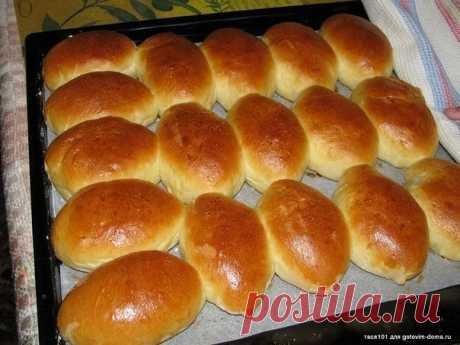 Пирожки с капустой  тесто: кефир любой жирности 250 мл. раст. масло 125 мл. сахар 1 ст.л. соль 1 ч.л. дрожжи сухие 11 гр. мука примерно 3 стакана (500 гр.)  начинка: капуста пол кочана не большого лук репчатый 1 шт. яйцо варёное 3 шт. соль  Кефир и подсолнечное масло подогреть,до тёплого состояния.Добавить соль,сахар.Затем дрожжи и просеянную муку.Муку добавлять порционно.Замесить тесто.Дать тесту подойти в тёплом месте. Начинка.Капусту и лук нарезать,обжарить до готовност...
