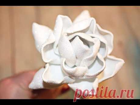 Необычная роза из глиттерного фоамирана своими руками / Rose in gomma crepla - YouTube В видео покажу как можно сделать красивую вывернутую розу из глиттерного фоамирана. За счет глиттерного фоамиаран роза получается необычной и сказочной.  #цветыизфоамирана #roseingommacrepla #фоамиран