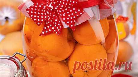 """Заготовка абрикосового компота на зиму   Журнал """"JK"""" Джей Кей Ингредиенты на 2 л: абрикос - 700-750 г сахар - 400 г вода - 1 л Приготовление (1 ч): 1. Банку тщательно вымыть и обдать изнутри крутым кипятком. Выбрать спелые неповрежденные абрикосы, вымыть их и с помощью деревянной шпажки проколоть в нескольких местах. Плотно уложить абрикосы в банку..."""