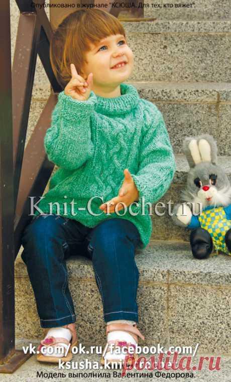 Свитер детский, связанный спицами.