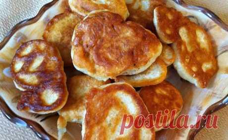 Оладьи по-албански: вкуснейшее блюдо на обед и ужин Ингредиенты: куриное филе - 500г лук репчатый - 3шт. яйца - 2шт. майонез - 5ст.л. крахмал - 5ст.л. сахар - 0,5ч.л. соль, перец - по вкусу растительное масло для жарки