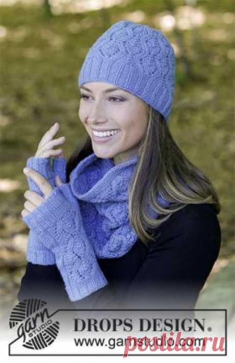 Комплект оставайся в тепле Чудесный женский комплект, связанный из шерстяной пряжи средней толщины на спицах от 2.5 мм до 4 мм. Вязание шапки, снуда...