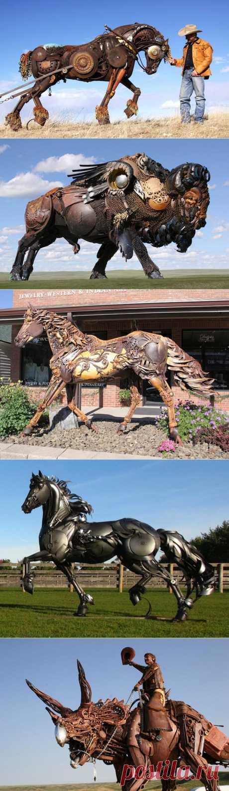 Джон Лопес (John Lopez) – талантливый скульптор, автор многочисленных работ. Он создает изваяния животных из металла в натуральную величину, которые внешне отдаленно напоминают творения в стиле стимпанк.