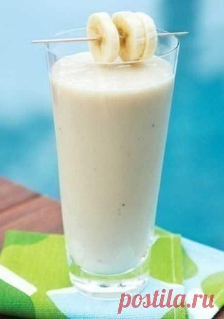 Банановый смузи с овсянкой 117 ккал/100 грИнгредиенты1 банан, порезать на куски¼ чашки овсяных хлопьев (сырых)½ чашки простого или ванильного йогурта½ чашки молока½ ч.л. меда (если йогурт несладкий или по желанию)ПриготовлениеПоместить все ингредиенты в блендер.Смешивать на высокой скорости примерно 30-60 секунд до...