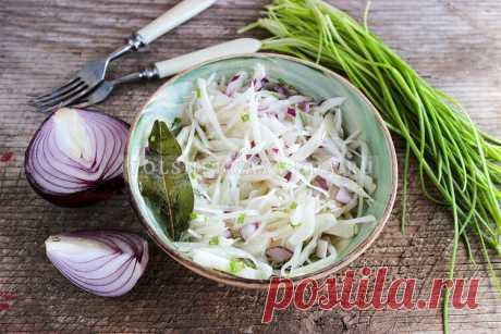 Маринованная капуста быстрого приготовления (суточная) Проверенный рецепт, как замариновать капусту вкусно и быстро в банке. Всего за сутки вы получите отменную закуску, хрустящую и чуточку кисловатую.